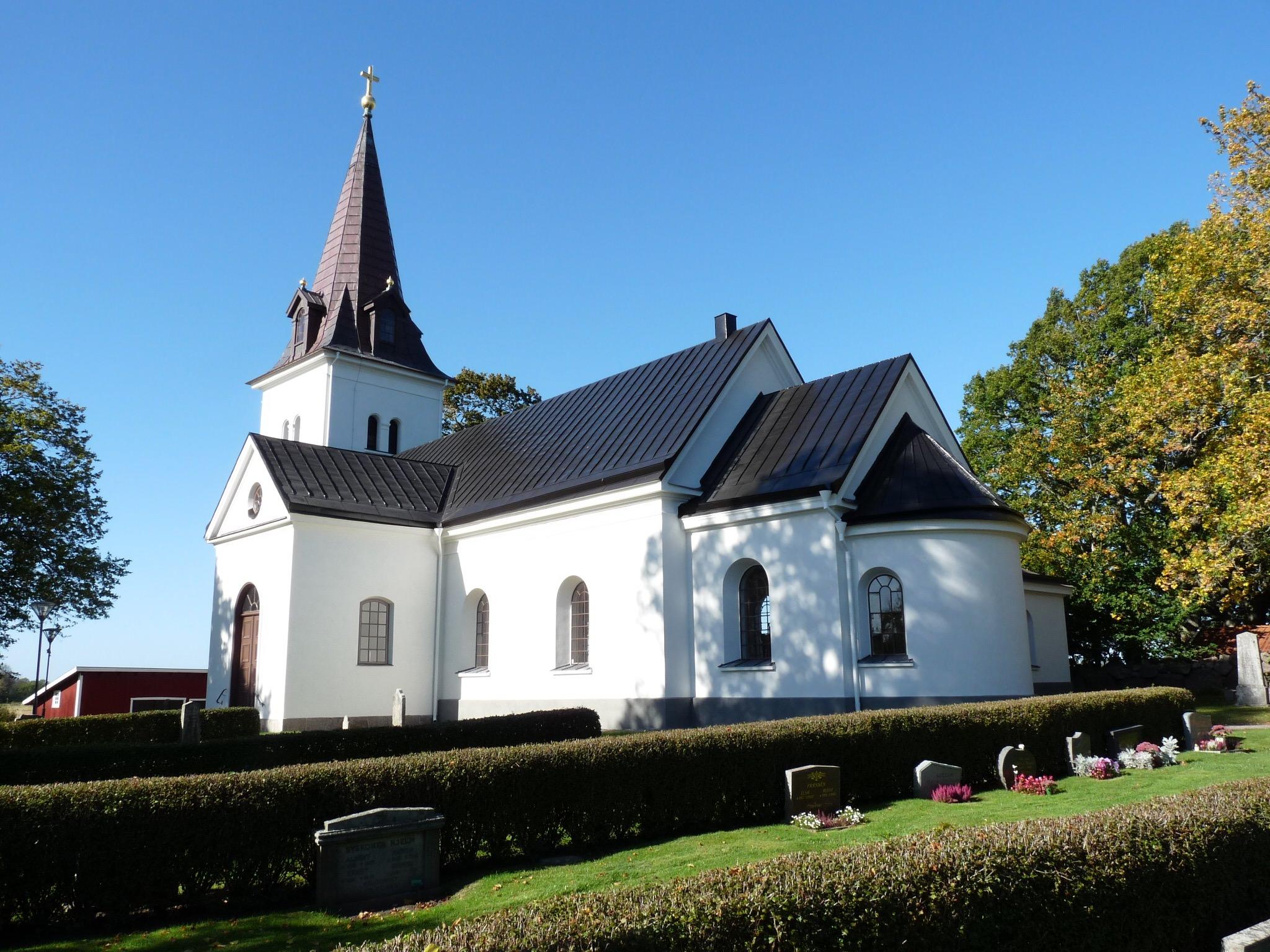 Putsad fasad på Östra harg kyrka
