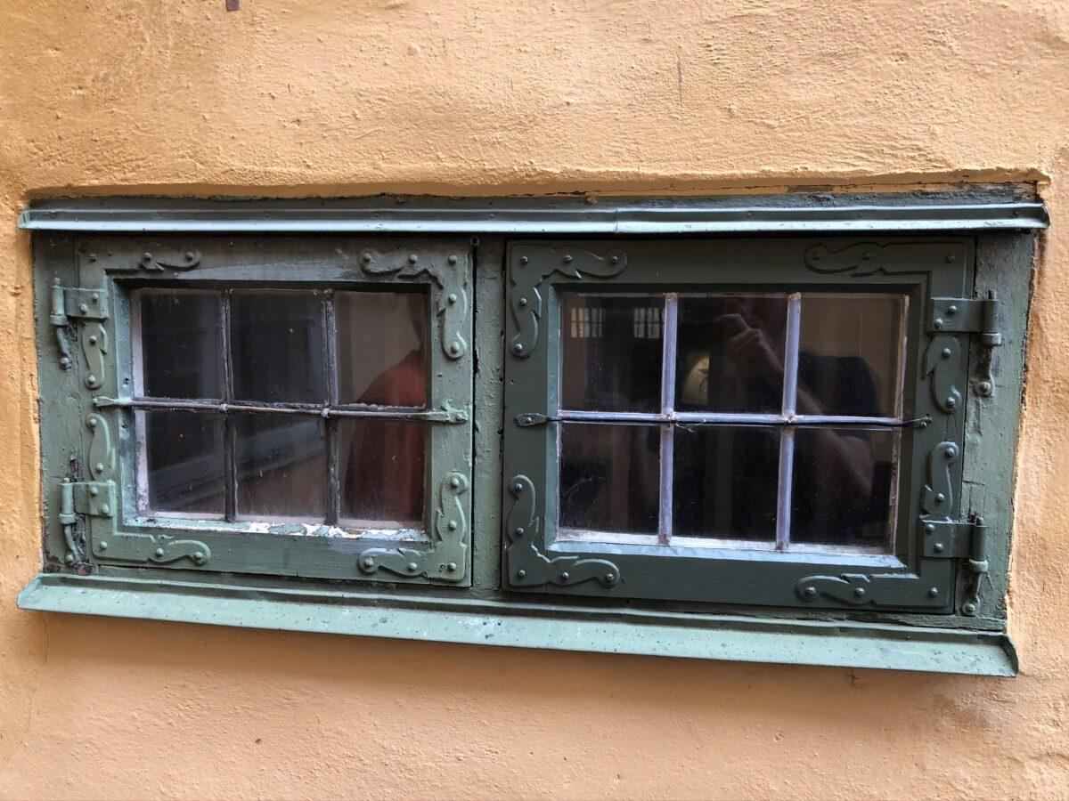 Blyinfattning provfönster till höger