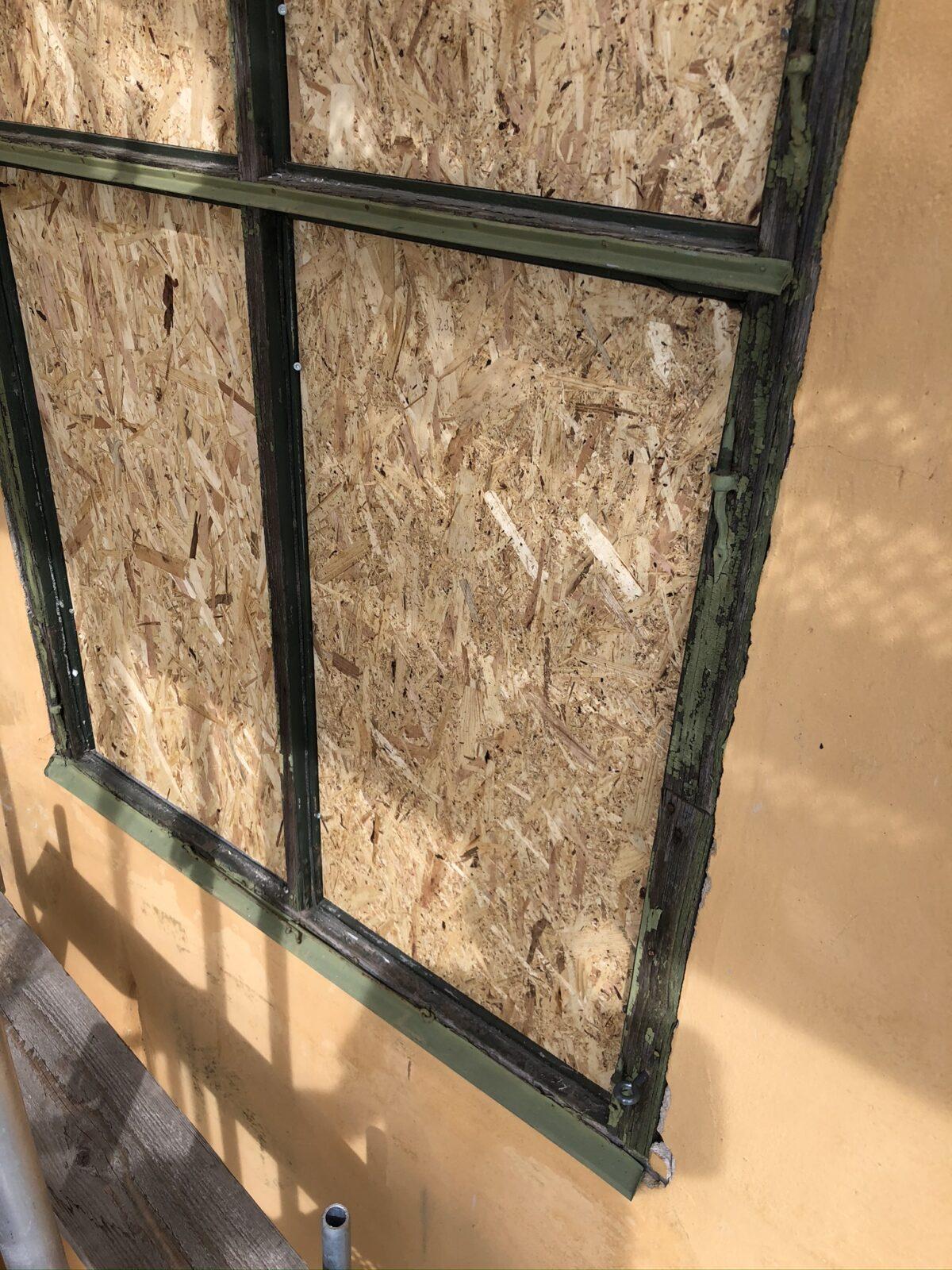Fönsterkarm innan restaurering, Wenngarn Slott