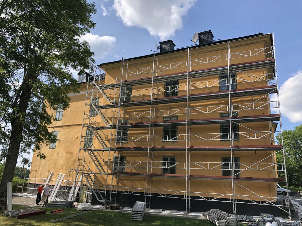 Ställningsbyggnation, sydöstra fasaden på Wenngarns Slott