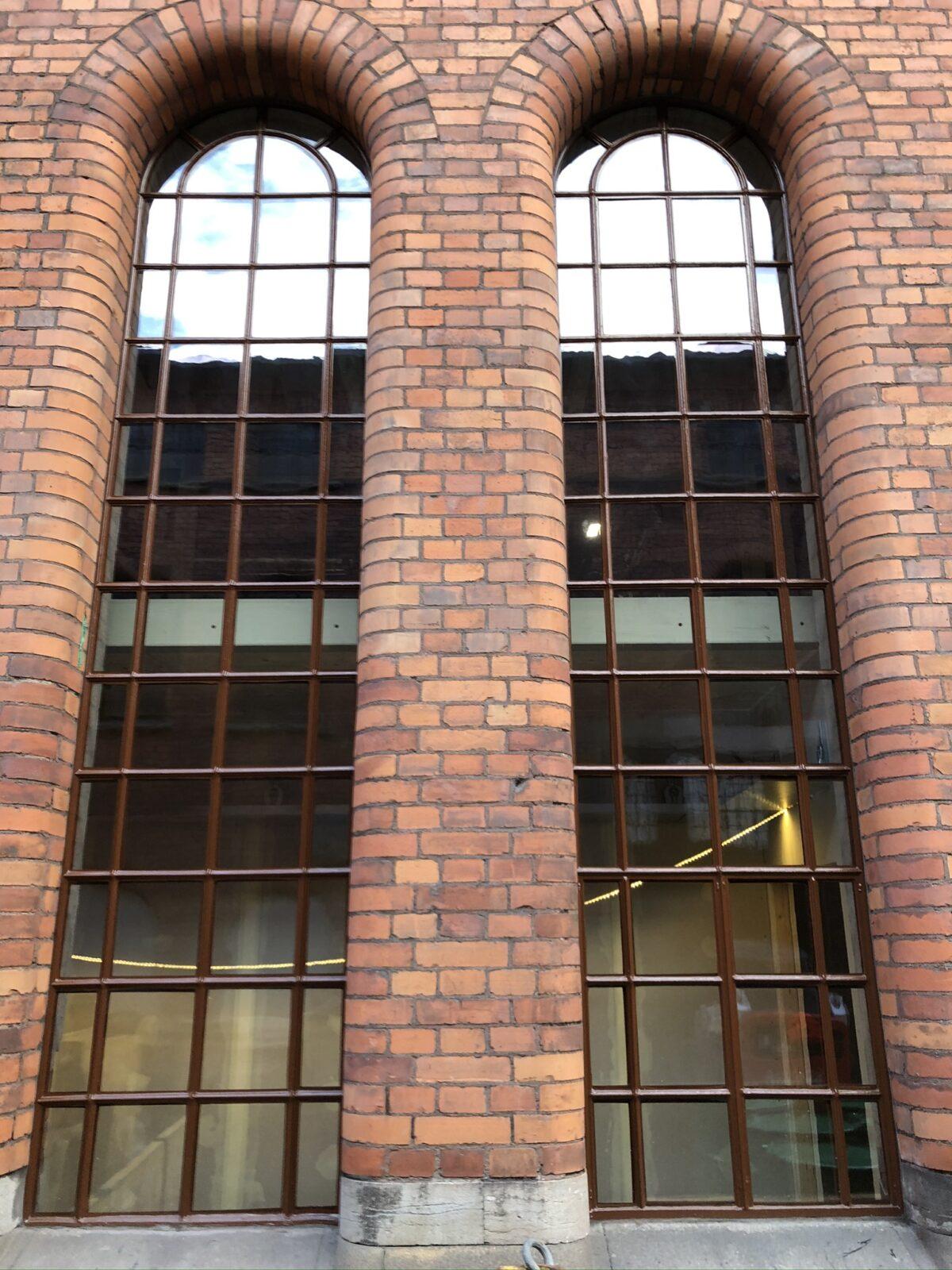 Industrifönster efter renovering