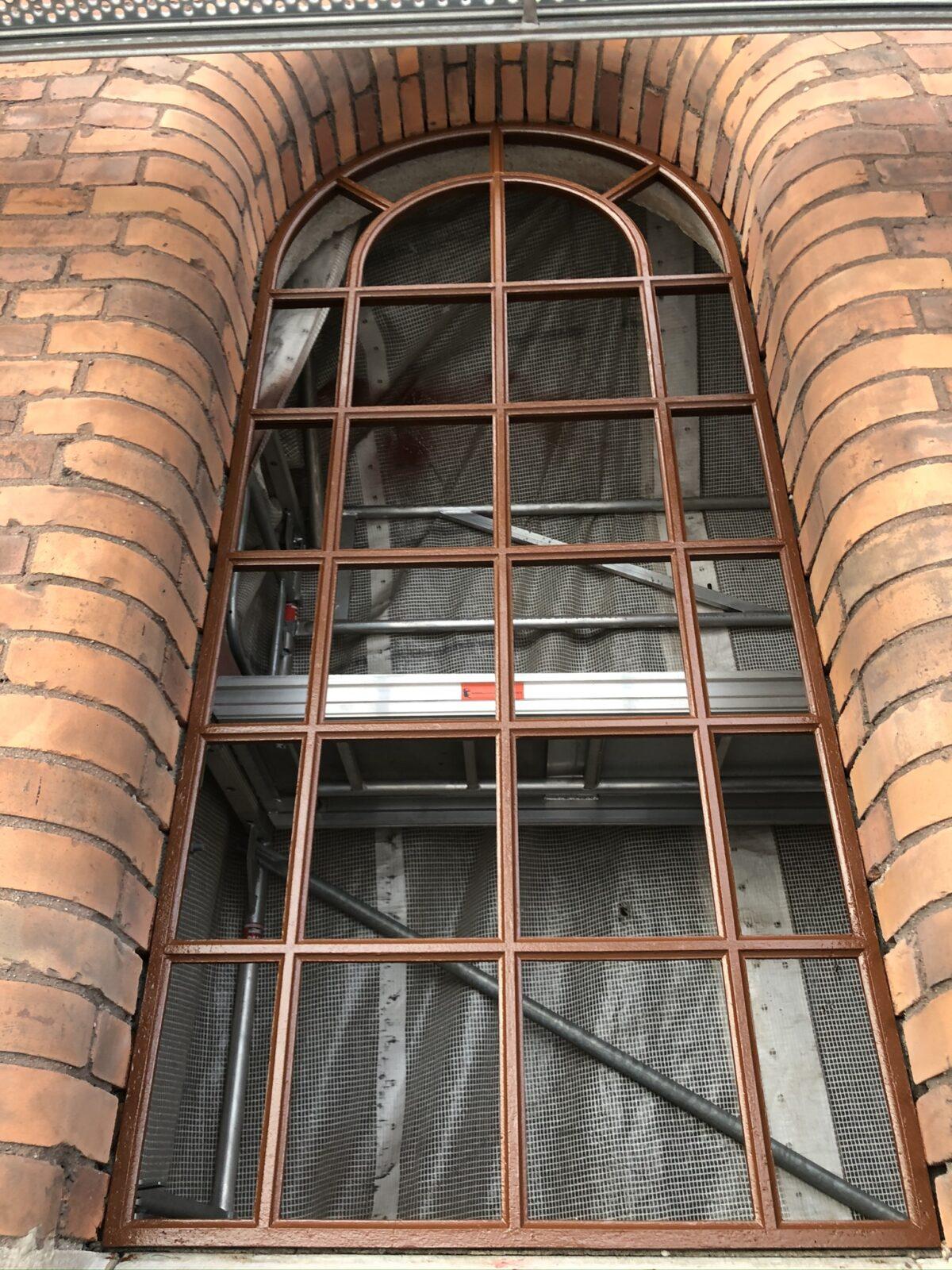 Innan glasmontage