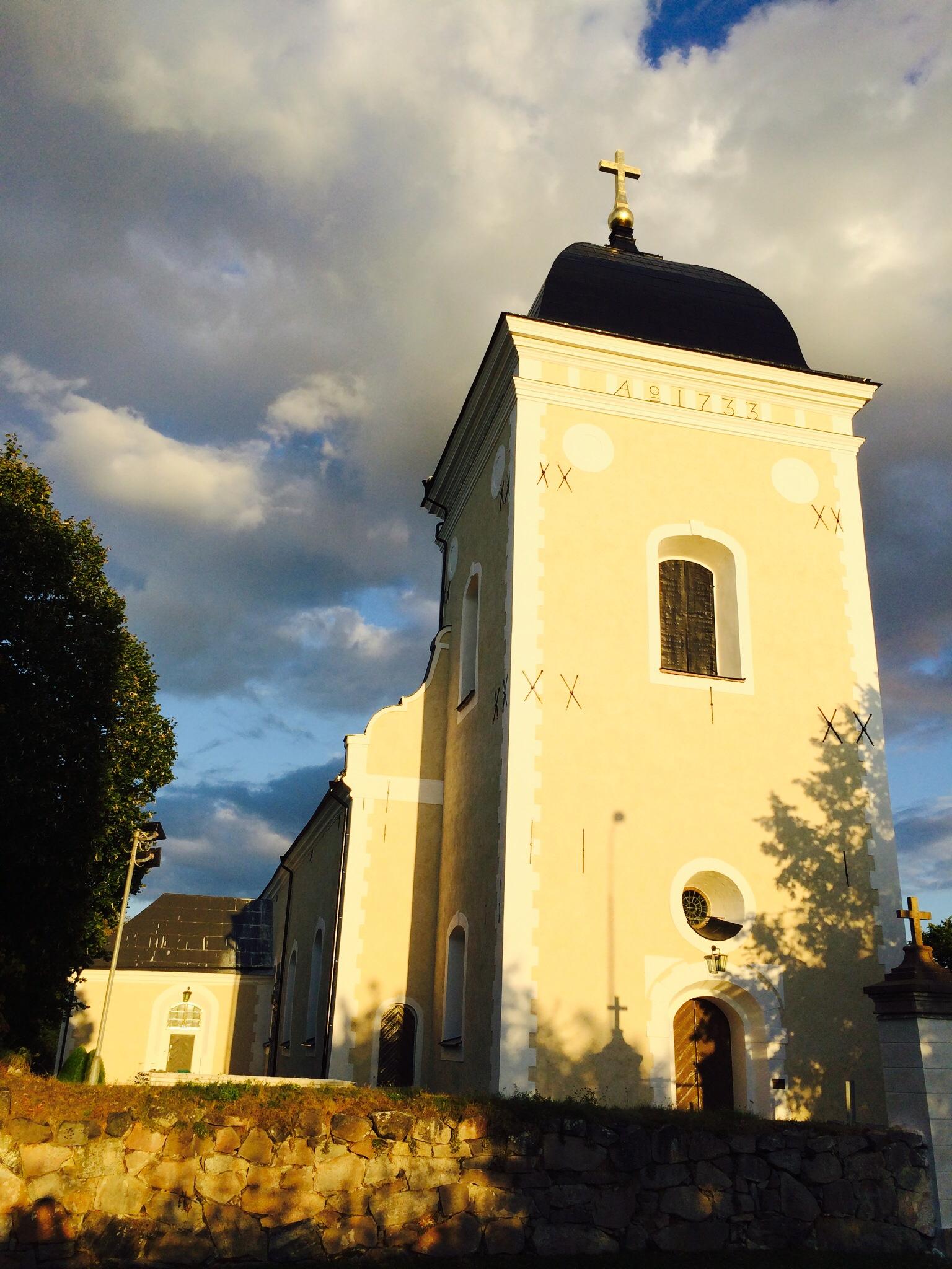 Torn på Kimstad kyrka efter fasadrenovering